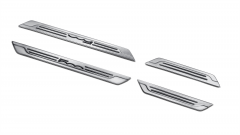 Stalen instaplijst met opgedrukt logo voor Fiat 500X